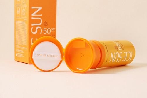 Kem chống nắng Nature Republic Ice Sun Puff SPF 50+ có thiết kế độc đáo, lạ mắt