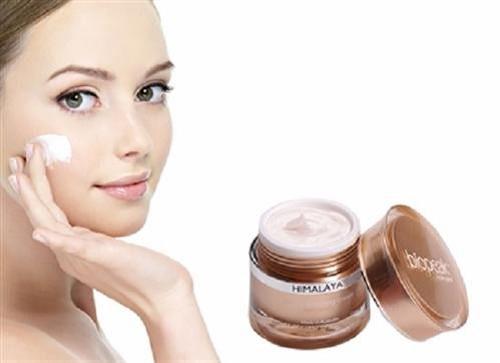 Kem dưỡng trắng da thảo mộc sẽ mang đến làn da ngày càng khỏe mạnh và rạng rỡ tràn đầy sức sống