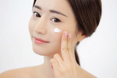 Kem nền NEUTROGENA SkinClearing Oil có nhiều tông màu giúp bạn thỏa sức lựa chọn