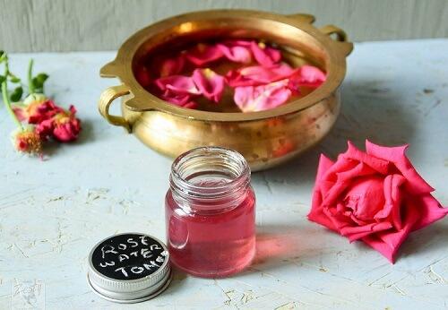 Nước hoa hồng có rất nhiều công dụng cho da