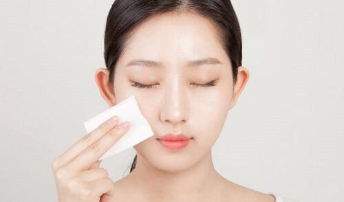 Bạn có thể dùng nước hoa hồng Evoluderm Lotion Tonique đắp mặt nạ dưỡng da mỗi ngày