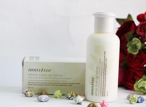 Nước hoa hồng Innisfree giúp loại bỏ chất nhờn hỗ trợ tẩy trang nhanh chóng