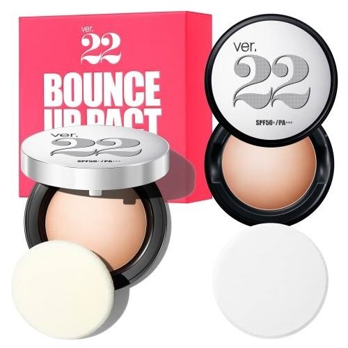 Phấn tươi Ver 22 Bounce Up Pact tạo cho bạn lớp trang điểm với độ che phủ nhẹ nhàng và tự nhiên.